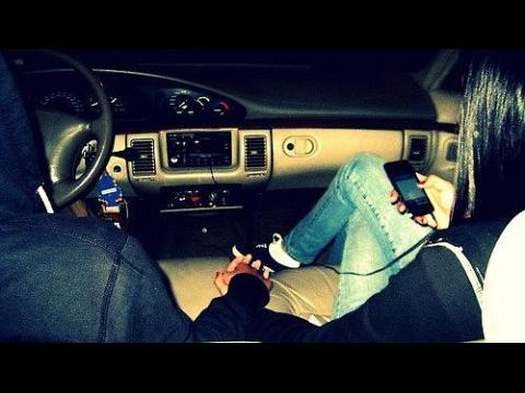 фото двое в машине