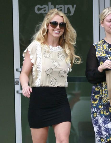Britney_Spears_Leaving_Church_Thousand_Oaks_HSt_T