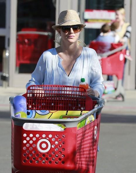 Britney2BSpears2BBritney2BSpears2BShops2BTarget2BGRU1Jogk3Zsl~0