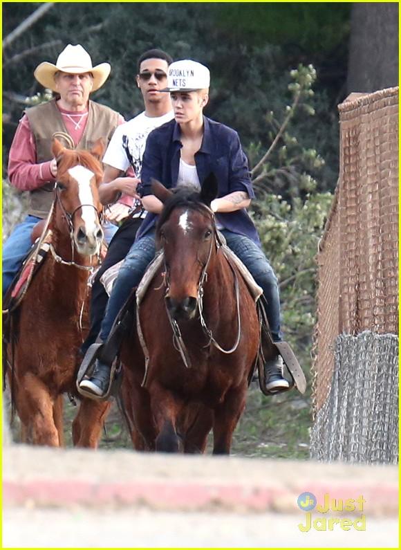 justin-bieber-horseback-ride-06