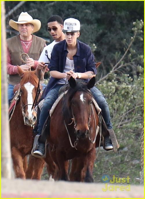 justin-bieber-horseback-ride-03