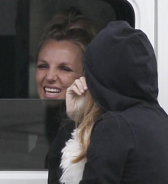 Britney2BSpears2BBritney2BSpears2BDrives2BAssistant2BOFsHHEwI1Yil
