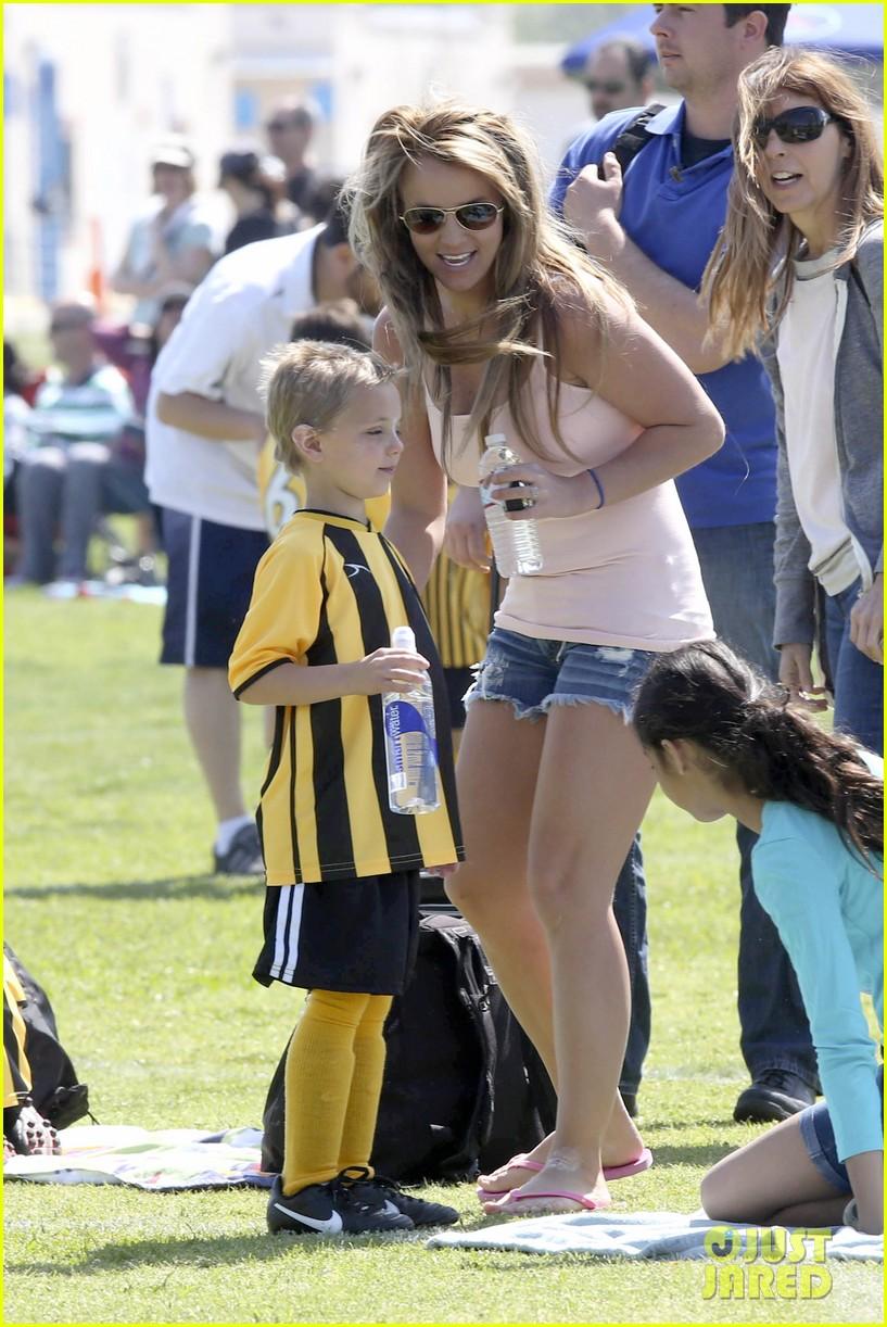 britney-spears-proud-soccer-mom-11