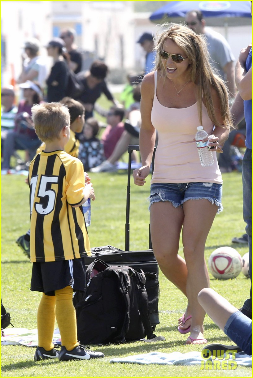 britney-spears-proud-soccer-mom-09