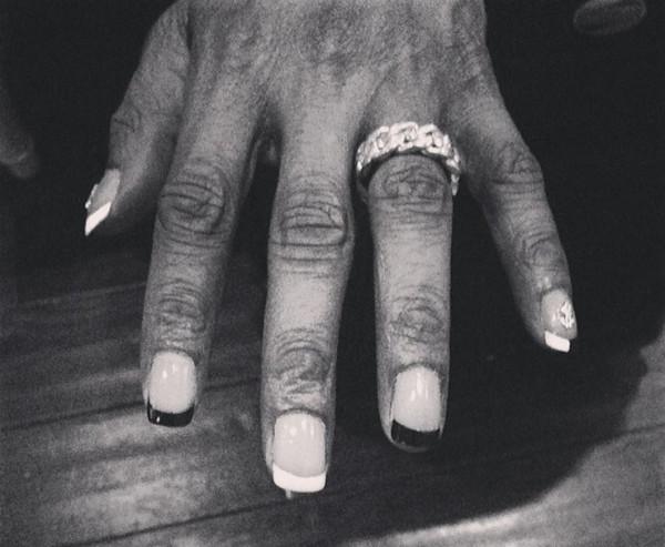 Snoop-nails