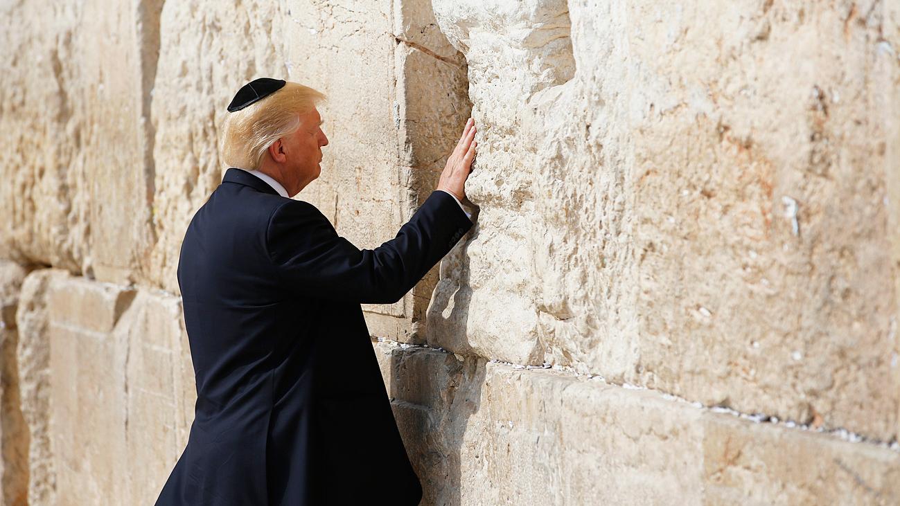 Трамп у стены плача
