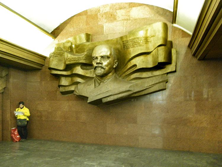 ленин в метро