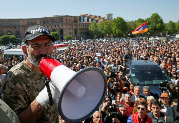 Никол Пашинян на митинге