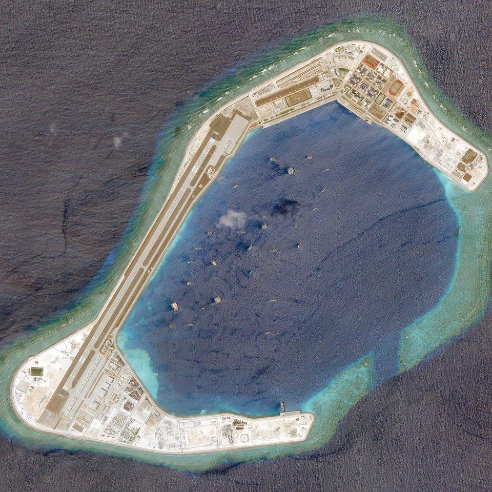 Китай построил 400 зданий на одном из спорных островов