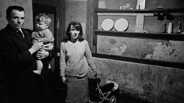 Nick Hedges_88184324_familyintheirkitchen,liverpool8196913-7a