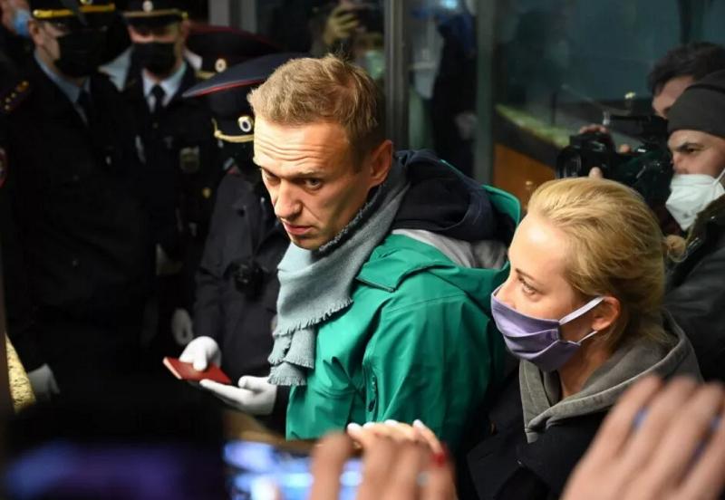 Навальный - зеленая куртка17.01.2020.png