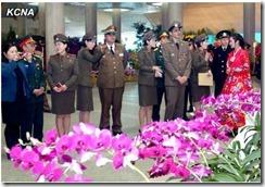 외국손님들 제16차 김일성화축전장 참관 (8)