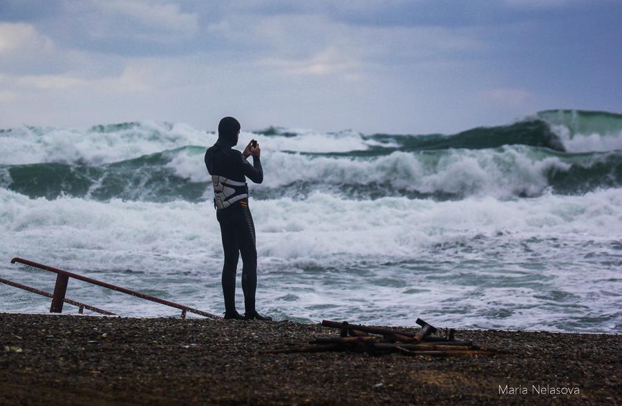 На Юг Росии идет шторм с 12- ти метровыми волнами