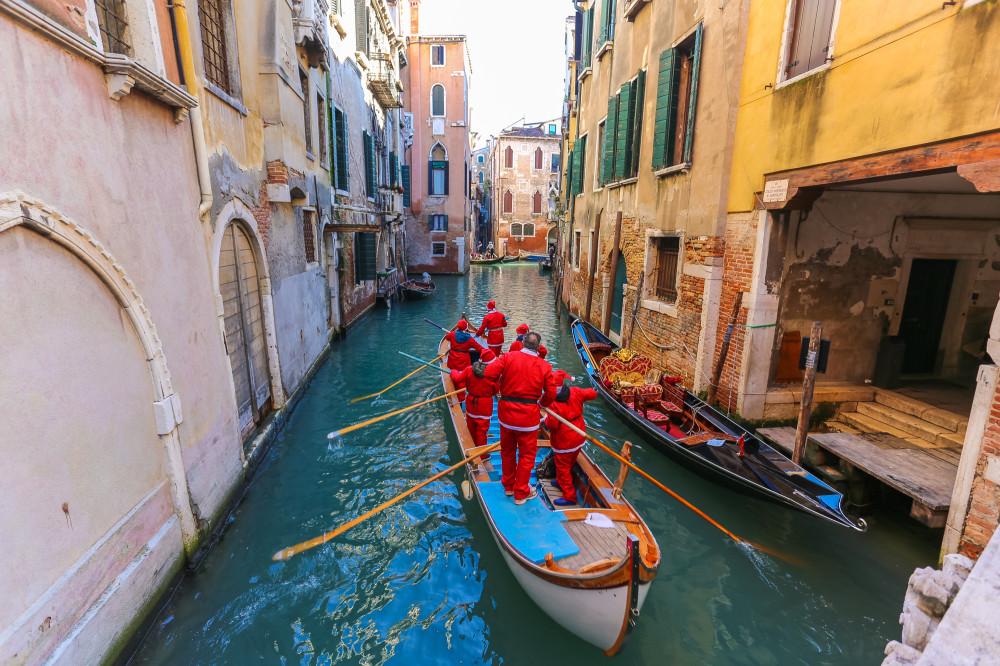 Венецианский забег Санта Клаусов