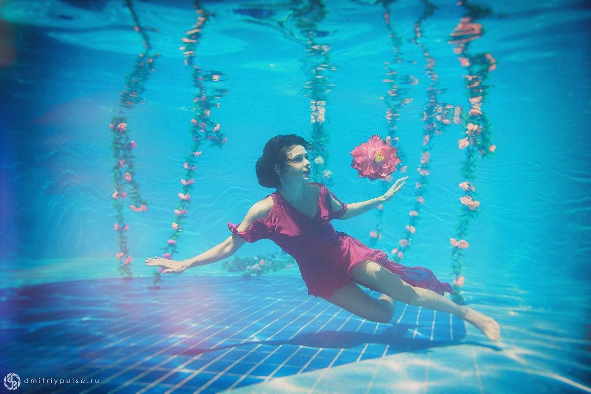 Что делать с девушкой в бассейне?