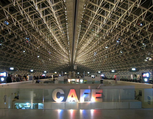08-2011-Charles-DE-Gaulle-Airport