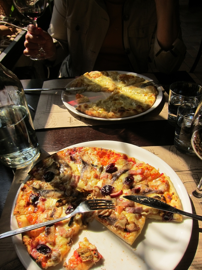 Fanagoria restaurant Cabernet Seafood Pizza