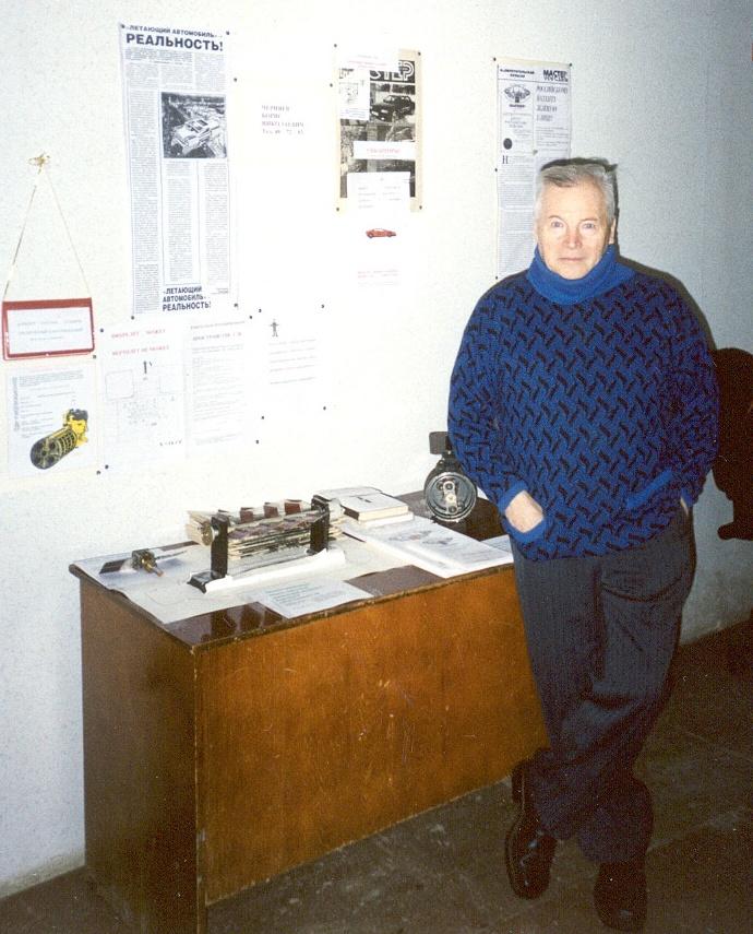 Б. Н. Черняев на выставке в ЦНТИ, январь 2003 г.