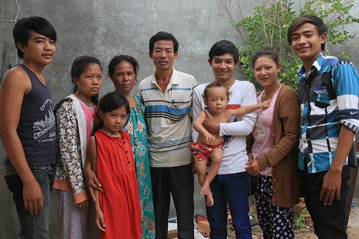 the typical vietnamese family By: hoang nguyen by been born in vietnam, luckily that i had a chance to experience some of the rich traditions of vietnam every family has its own cultures, tradition and beliefs.