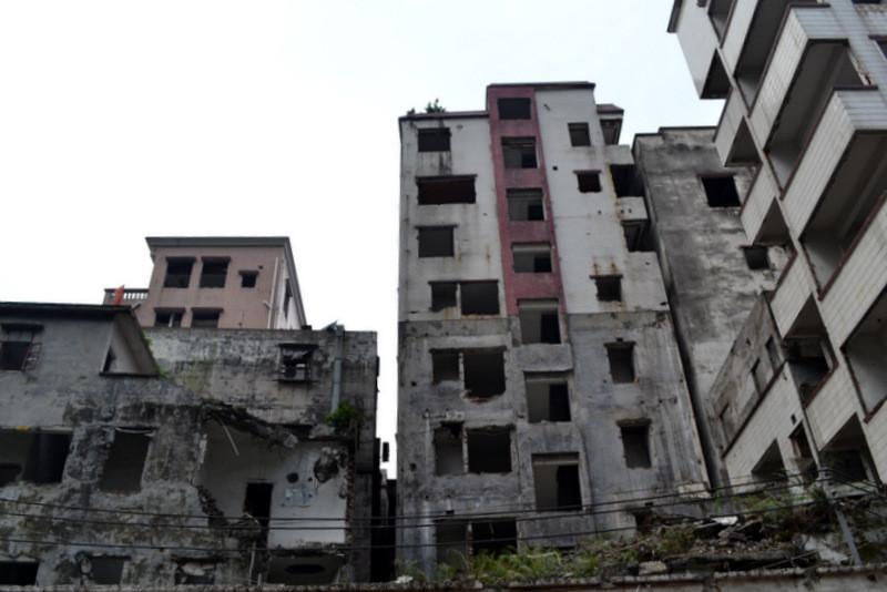 Гуанчжоу— город контрастов. Заброшенный квартал в центре города.
