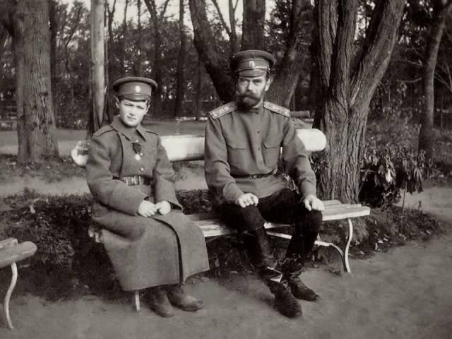 russkih-russkie-studenti-gulyanki-konchila-chlene