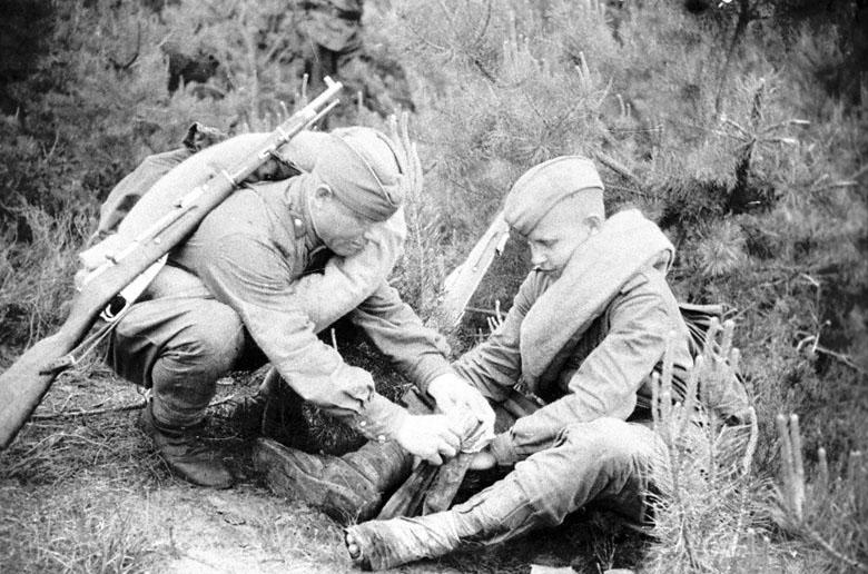 Тёлка ибётся в армии с кучей солдат 1 фотография