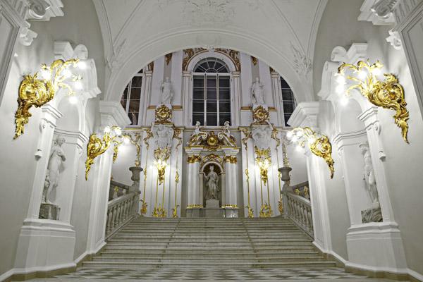 Светодиодное освещение в Георгиевском зале Зимнего дворца