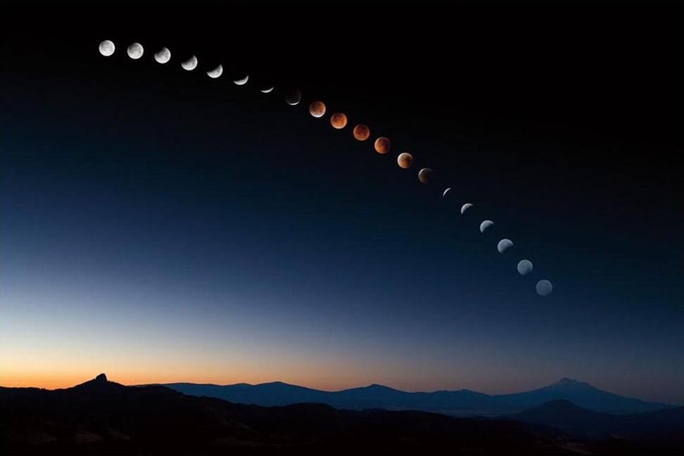 Лунное затмение над горой Шаста в Калифорнии