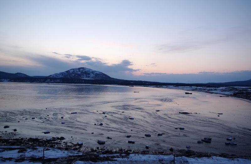 Волна Цунами в Южно-Курильске, вызванная Японским землетрясением