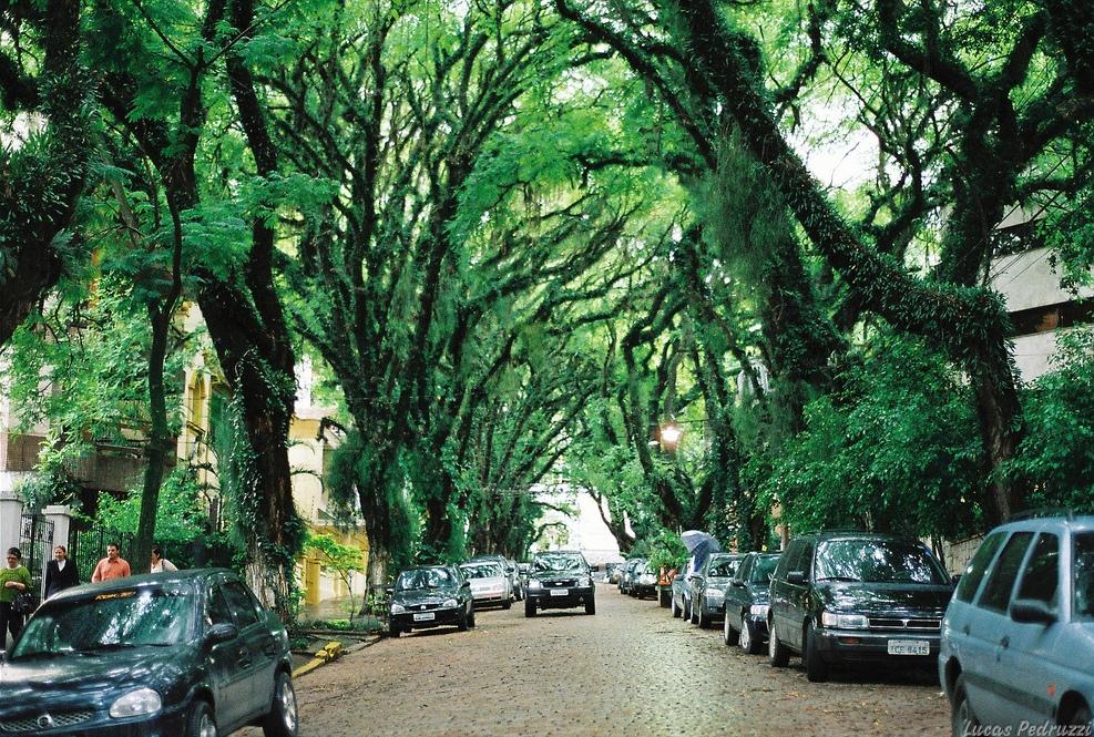 Улица Гонсалу ди Ковалью в город Порту–Алегри