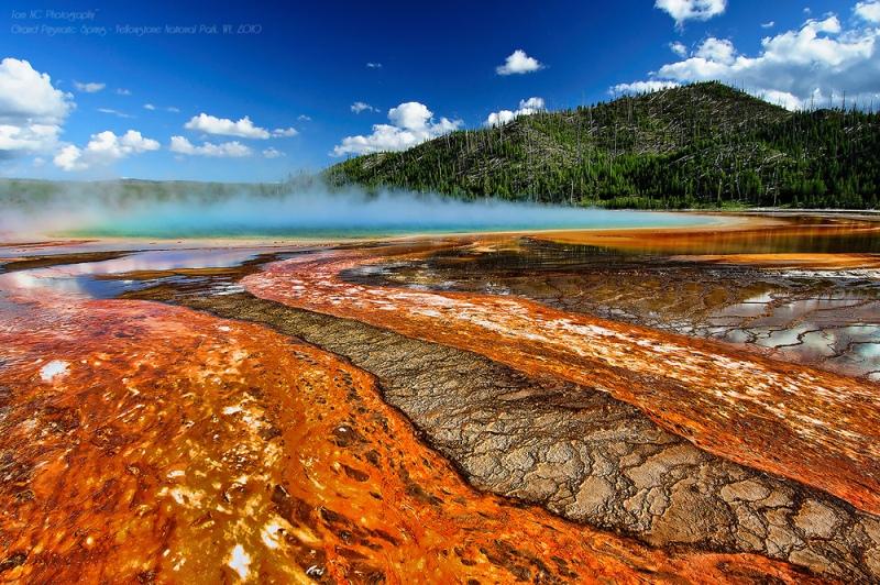 горячий источник в Йеллоустонском национальном парке