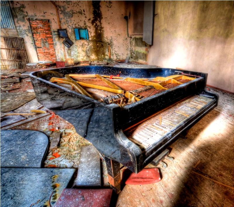Брошенный рояль в Припяти