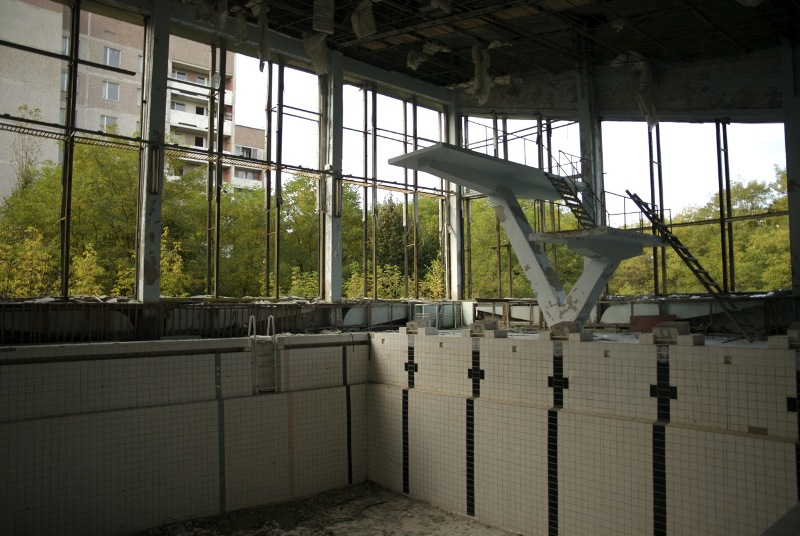Опустевший бассейн в Припяти