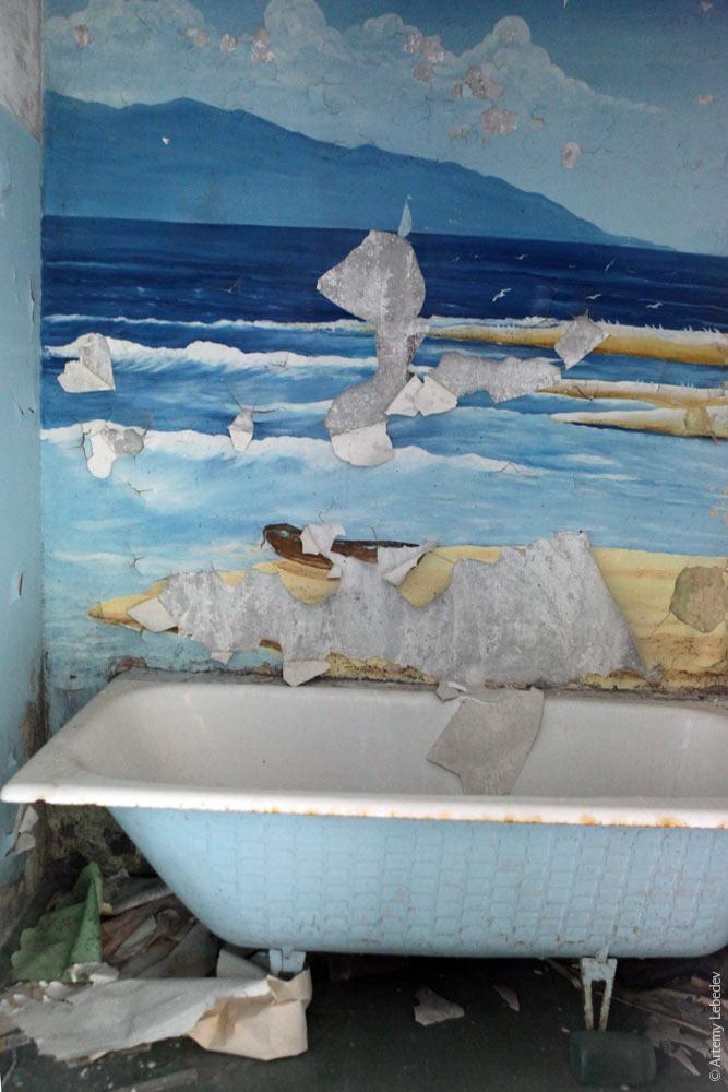 Ванна с романтичными фотообоями