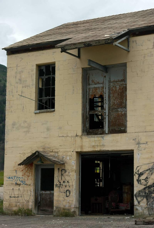 Мрачные окна домов Гилмана