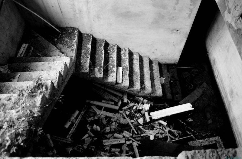 Лестница заброшенного отеля
