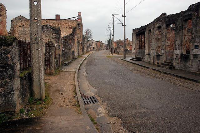 Безлюдные улицы Орадур-сюр-Глан