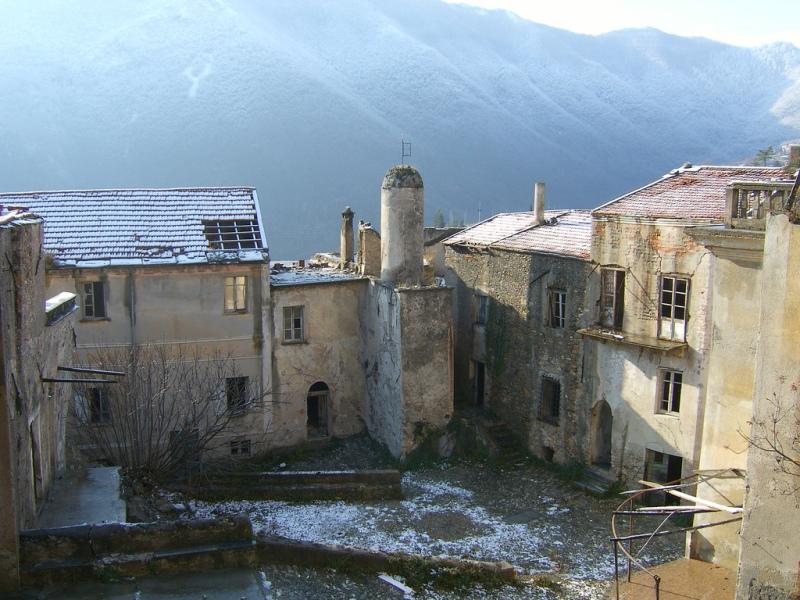 Заброшенный дворик Балестрино