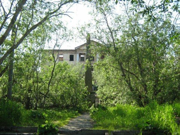 Заброшенный Дом отдыха весной