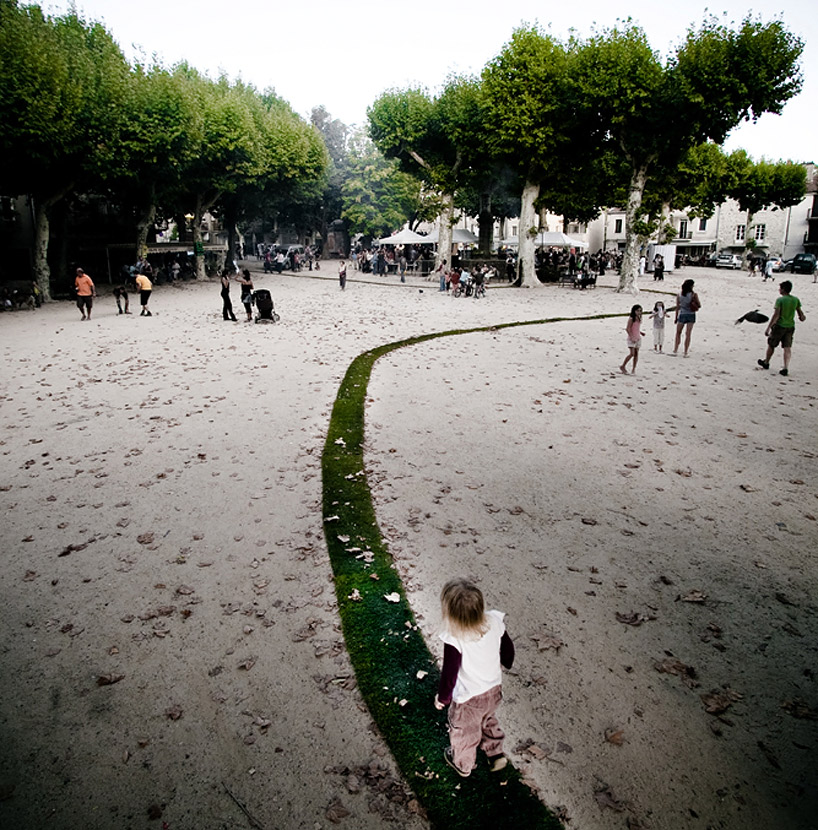 Зелёная дорожка во Французском городе