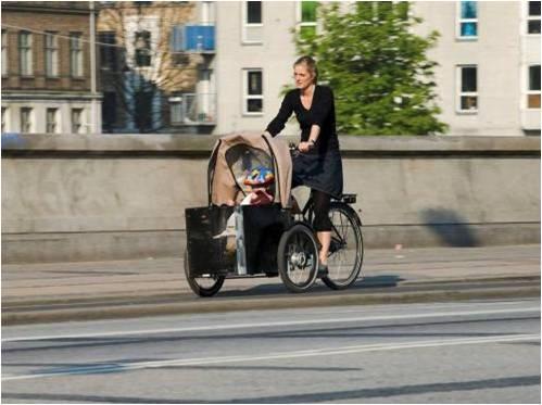 Велосипед с детской коляской