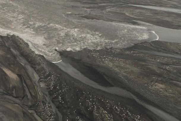 Тающие ледники вследствие извержения вулкана Эйяфьятлайокудль (Eyjafjallajokull) в Исландии