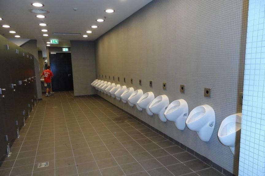 Туалеты вблизи стадионов во время проведения Чемпионата мира по футболу в Польше.