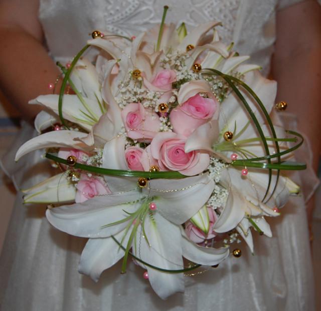 свадебный букет из лилии