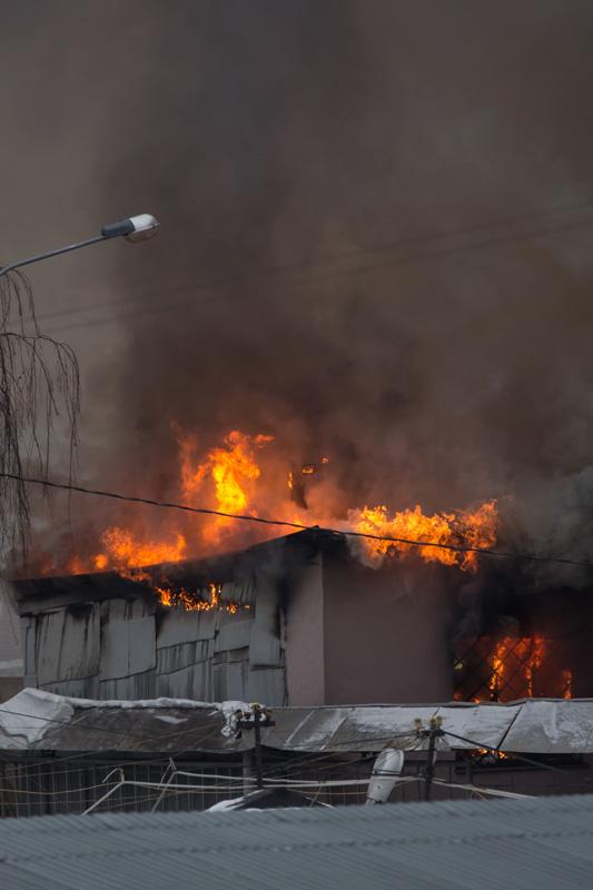 Москва: пожар на Складочной