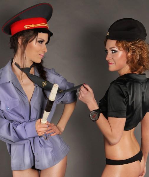 politseyskie-trahayut-shlyuhu