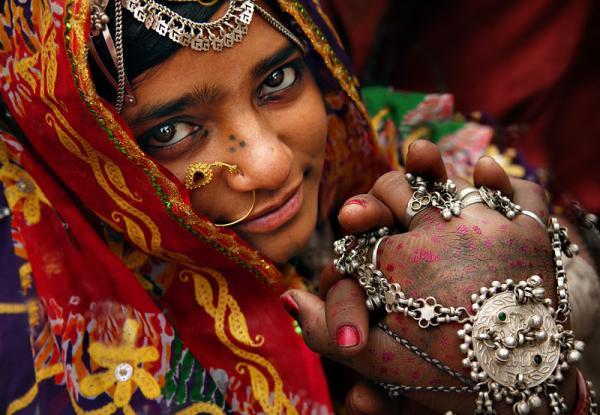 почему индийские женщины холят и лелеят своих мужей