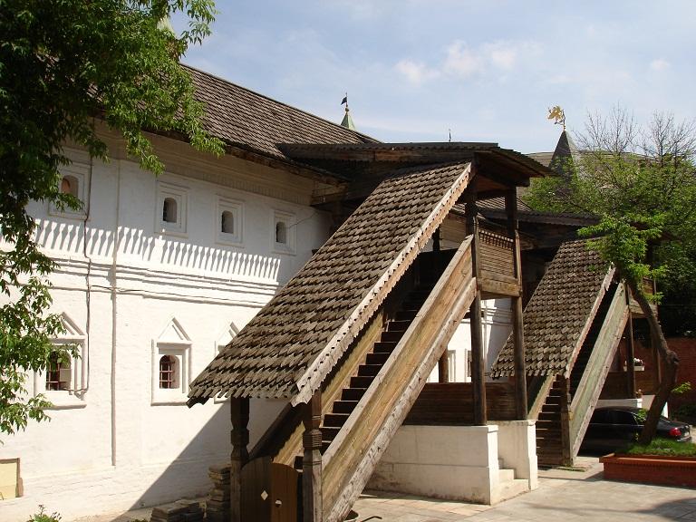 Братский корпус Знаменского монастыря