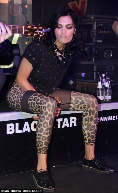 Jessie J wears some le...