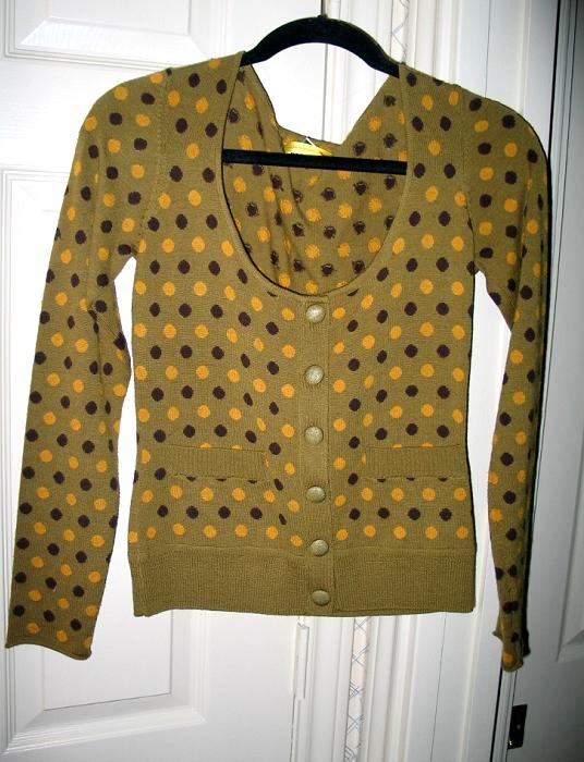GreenDotSweater001
